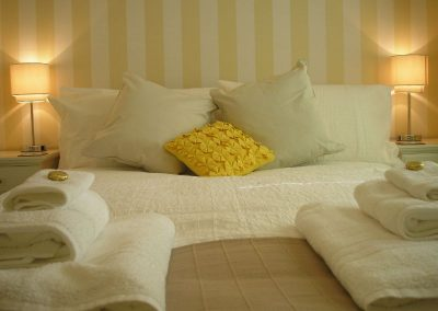 Hengistbury Bed & Cushions