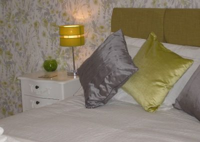 Rhinefield Bed & Cushions